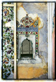 Ancient wallscapes from India Indian Room, Incredible India, Amazing, My Art Studio, Moroccan Style, Beautiful Architecture, India Fashion, Arches, Traditional Art