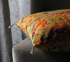 Inika - Cotton velvet - Paisley design with a hand-painted watercolour effect on a superb cotton velvet.
