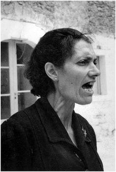 MONTE SANT'ANGELO Gargano , Foggia donna che canta Agosto 1954