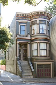 San Francisco Victorian with an oversized double bay that must have wonderful ro… – All things Victorian - architecture house Classic House Design, Modern House Design, Victorian Architecture, Architecture Design, Beautiful Buildings, Beautiful Homes, Victorian Style Homes, Victorian Decor, 3d Home