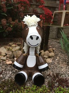 These Clay Pot Horses are made using Terracotta Pots and how cute will they look hanging out in your garden. Clay Pot Projects, Clay Pot Crafts, Diy Clay, Diy Projects, Diy Crafts, Flower Pot Art, Clay Flower Pots, Flower Pot Crafts, Flower Pot People
