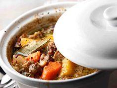 Mehevä lihapata Pot Roast, Cheeseburger Chowder, Food To Make, Nom Nom, Good Food, Food And Drink, Soup, Healthy Recipes, Healthy Food