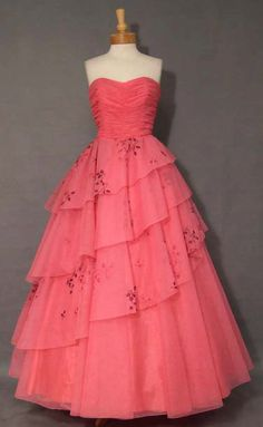 50's hot pink dress! eeekkk i want this to be my prom dress