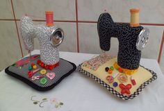 by Maria Emília Febroni Machado - talentosa.... Que gracinhas as máquinas!