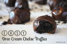 easy oreo cream cheese truffles--for my papa haha Holiday Desserts, Just Desserts, Delicious Desserts, Yummy Food, Baking Recipes, Cookie Recipes, Dessert Recipes, Oreo Cookie Bar, Oreo Cream