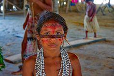 Junges Indio-Mädchen, Mitglied eines Stammes in der Nähe von Manaus. Hair Styles, Beauty, Manaus, Amazons, Modern Man, Lifestyle, Guys, Hair Plait Styles, Hairdos