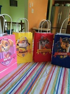 Handmade for kids party favors Paw Patrol gift bags are perfect for take home treats for your guests. Each bag is by 5 and the image is 6 inches. Sky Paw Patrol, Paw Patrol Cake, Paw Patrol Pinata, Paw Patrol Gifts, Paw Patrol Party Favors, Paw Patrol Birthday Theme, Fete Emma, Cumple Paw Patrol, 4th Birthday Parties