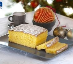 Pan d'arancia Ingredienti: 160 gr di farina,160 gr di burro,4 albumi,200 gr di zucchero a Velo Zefiro,5 tuorli,60 gr di zucchero Zefiro,la scorza grattugiata di 2 arance,succo di metà arancia