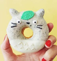 The Adorable Culinary Creations of Australian Baker Vickie Liu – life celebrations – Donuts Donuts Kawaii, Cute Donuts, Donuts Donuts, Delicious Donuts, Yummy Food, Dessert Kawaii, Yummy Treats, Sweet Treats, Amazing Food Art