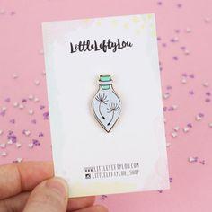 WHITE Wishing Bottle Pin Enamel Pin Wishes par LittleLeftyLou