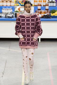 Sfilata Chanel Paris - Collezioni Autunno Inverno 2014-15 - Vogue