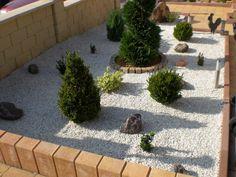 jardin avec cailloux   Vous avez aimé ? Aidez nous en faisant connaitre l'article sur les ... Garden Art, Garden Ideas, Home Deco, Sidewalk, Green, Plants, Images, Recherche Google, Gardens