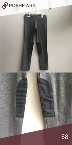 H&M leggings 9-10y H&M leggings with the cutest detail on the side of knees size 9-10Y VGUC H&M Bottoms Leggings