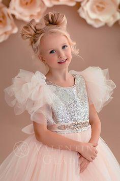 платье принцессы аренда 1000 грн Plum Flower Girl Dresses, Baby Girl Dresses Diy, Little Girl Gowns, Princess Tutu Dresses, Baby Clothes Patterns, Girl Dress Patterns, Pretty Quinceanera Dresses, Pretty Dresses, Kids Party Frocks