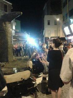 saat 22.18 Beşiktaş'ta Kartal heykeli önünde toplanma başladı.