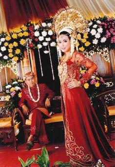 gaun pengantin adat padang