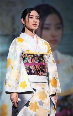 石原さとみ Satomi Ishihara, Yukata, Japanese Girl, Kimono, Beautiful Women, Image, Beauty, Girls, Woman