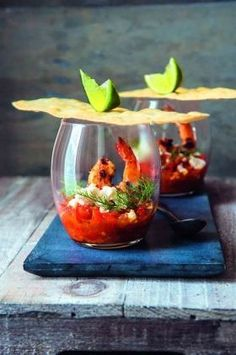 Chilli and Pernod-spiked tomatoes with feta and griddled prawns O cóctel de camarones Prawn Recipes, Gourmet Recipes, Appetizer Recipes, Cooking Recipes, Gourmet Foods, Sushi Recipes, Gourmet Desserts, Free Recipes, Food Plating