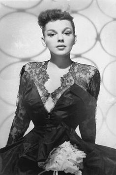 Judy Garland in costume for Summer Stock 1950s Movie Stars, Old Movie Stars, Hollywood Glamour, Old Hollywood, Hollaback Girl, Star Wars, Judy Garland, Rose Photography, American Actress