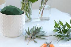 DIY - kukka-asetelma. Tee itse kukka-asetelma - katso ohjeet. Planter Pots, Vase, Diy, Home Decor, Homemade Home Decor, Bricolage, Flower Vases, Jars, Do It Yourself