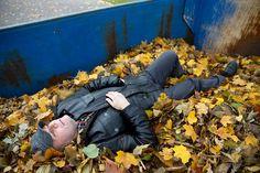 Helsinkiläisen Markku Timosen alamäki oli nopea ja raju. Suurlähettilään kokista ja yrittäjästä tuli alkoholisoitunut katujen kundi. Tänään hän viettää isänpäivää raittiina miehenä.