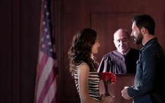 Julio: Tres puntos de vista: Tipos de bodas. En la serie Shameless los novios acuden a un juzgado sin nadie más para acompañarles.  (Eventos Happy Ever After)