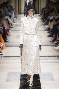 http://www.vogue.com/fashion-shows/fall-2017-couture/armani-prive/slideshow/collection