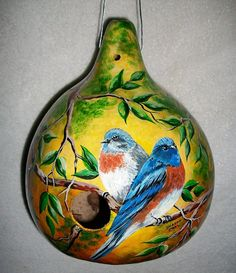 Painted Gourds Ideas for Beginners - Bing images Hand Painted Gourds, Decorative Gourds, Rock Crafts, Arts And Crafts, Decorated Flower Pots, Gourds Birdhouse, Gourd Art, Bird Feathers, Decoupage