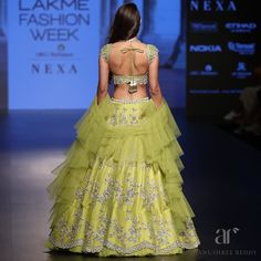 Stylish Bridal Dupatta Designs every Bride Must Check Out Right Now! Choli Designs, Lehenga Designs, Blouse Designs, Indian Dresses, Indian Outfits, Indian Clothes, Western Outfits, Indian Designer Outfits, Designer Dresses