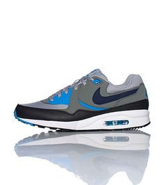 NIKE Low top sneaker Lace up closure NIKE swoosh on sides Air bubble heel  for performance Cushioned inner sole for comfort 8180c5448