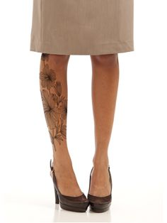 Never would ever have considered a tat on my leg before, but this tempts me to add onto my foot and bring it up my leg!