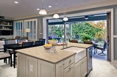 Martha Stewart kitchen design is the kind of modern kitchen design that is popular because of its simplicity usually offered. Custom Countertops, Kitchen Countertops, Granite Countertop, Kitchen Interior, Kitchen Decor, Kitchen Ideas, Martha Stewart Kitchen, Home Greenhouse, Kb Homes
