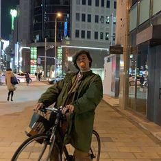 the most random thread : Harry on a mf bicycle You can find Harry styles imagines and more on our website.the most random thread : Harry on a mf. Harry Styles Update, Harry Styles Baby, Harry Styles Pictures, Harry Edward Styles, Harry Styles Girlfriend, Harry Styles Wallpaper, Mr Style, Family Show, Treat People With Kindness