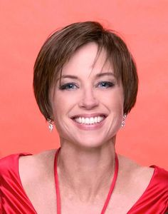 The Dorothy Hamill haircut is a carefree and low-fuss hairstyle that you can wear with side or center parting. This short hairstyle became the signature look of the sport star.