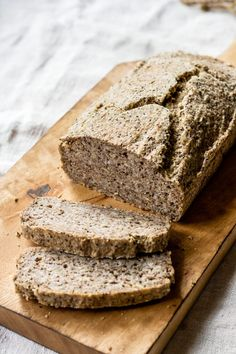 This whole-grain buckwheat & chia bread is a hearty and delicious bread that is naturally vegan and gluten-free! It's easy to make & no yeast required! Raw Dessert Recipes, Raw Food Recipes, Desserts, Freezer Recipes, Drink Recipes, Buckwheat Recipes, Buckwheat Waffles, Raw Food Detox, Yeast Free Breads