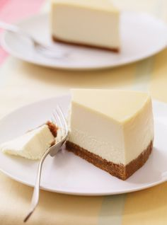 The BEST cheesecake - I made this for my daughter's birthday and it came out PERFECT Looking for a smooth and creamy cheesecake? Look no further than this recipe; it's our best ever! Keto Cheesecake, Homemade Cheesecake, Birthday Cheesecake, Ultimate Cheesecake, Classic Cheesecake, Best No Bake Cheesecake, Cheesecake Factory Copycat, New York Style Cheesecake, Cheesecake Recipes