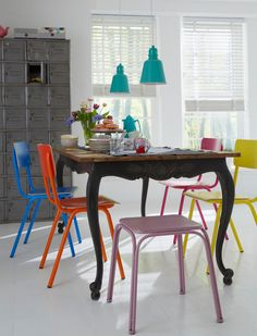 multi-colored-dining-chairs - Home Decorating Trends - Homedit Colored Dining Chairs, Dining Room Colors, Modern Dining Chairs, Dining Table, Dining Set, Beautiful Small Homes, Sweet Home, Small House Design, Deco Table