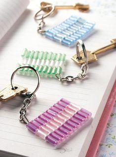 Llavero mostacillas descargá el paso a paso en www.eviadigital.com #manualidades y regalá a tus #amigos en su día