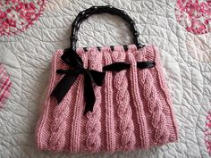 Free Pattern, just click on the name (Christine Bag)