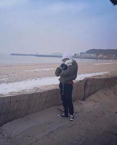 Sehun and Vivi at the beach