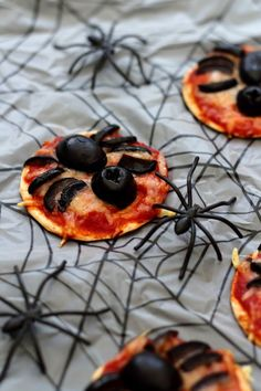 Plat Halloween, Menu Halloween, Easy Halloween Snacks, Bricolage Halloween, Halloween Cakes, Halloween Decorations, Appetizers For Party, Commerce, Holiday Recipes