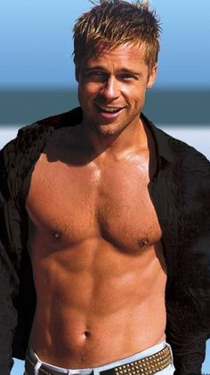 only applies to Young Brad Pitt, let's call it the Pre- Angelina era. He has not aged well, he looks plastic-y. Brad Pitt Shirtless, Shirtless Actors, Willie Nelson, Matthew Mcconaughey, Joe Manganiello, Celebrity Moms, Celebrity Photos, Celebrity Style, Hugh Jackman