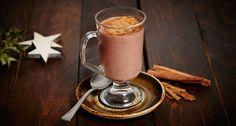 Schokolade geht immer! Und eine gesunde heiße Schokolade für die kalten Tage erst recht, oder? Wir haben das leckere Rezept für dich!