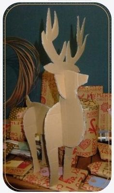 J'ai trouvé un jolipatron de renne sur Pinterest que j'ai modifié pourpouvoir le faire en plus grand. En revanche, je n'ai pas trouvé la source.    LE PATRON (pdf) Je l'ai imprimé sur du p