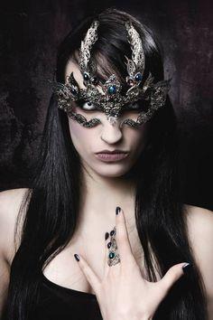 Model / Make up / clothes: Kawaï Von TierischMask / Jewelry: A Mon Seul Désir