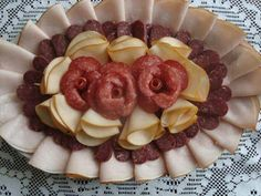 24 ideas on serving paneled dishes for a visit NejRecept.cz - 24 ideas on serving paneled dishes for a visit NejRecept. Party Food Trays, Amazing Food Decoration, Fruit Platter Designs, Catering Trays, Food Garnishes, Easy Meals For Kids, Food Displays, Health Desserts, Creative Food