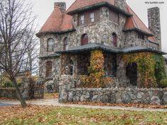 Arquitectura de Casas: Variedad de diseños de casas hechas de piedra.
