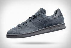 A Adidas acaba de lançar uma cópia do admirado Tênis Stan Smith, feito de uma camurça cinzenta super agradável na parte externa, sola cinza e detalhes cinzas para completar o estilo de concreto do Tênis Stan Smith Cor Ônix. Adidas continua