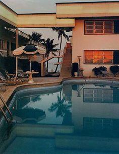 :: Joel Meyerowitz, Pool, Dusk, Florida, 1978 ::