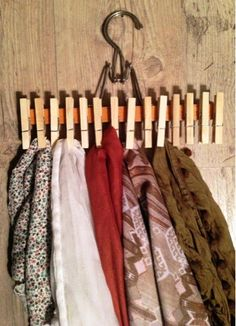 This is happening! Except I'm going to paint them (: DIY Scarf Organizer : pant hanger + clothes pins + wood glue. very clever! Diy Clothes Hangers, Diy Clothes Refashion, Scarf Hanger, Diy Scarf, Scarf Display, Scarf Storage, Scarf Organization, Diy Clothes Videos, Creation Deco